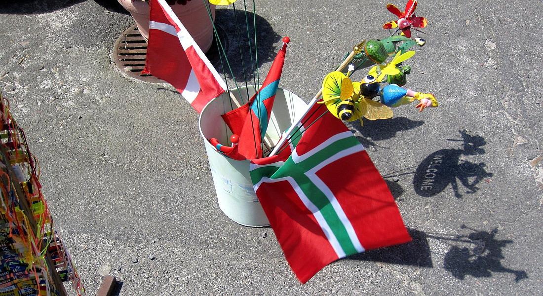 grønne og hvide flag